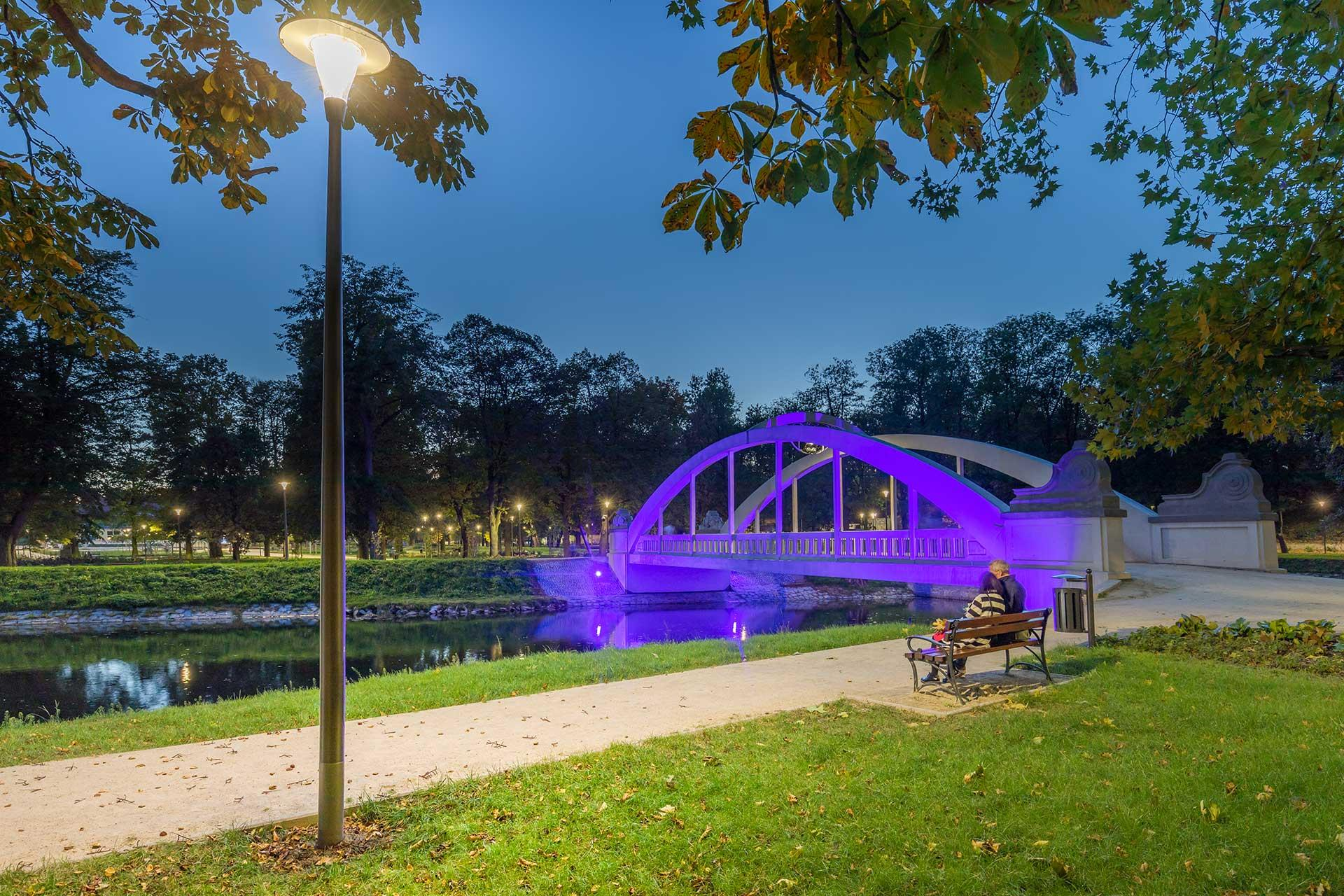 Pilzeo luminaires create a cosy ambiance for Central Park in Swidnica so residents can escape the city buzz and relax in this urban oasis