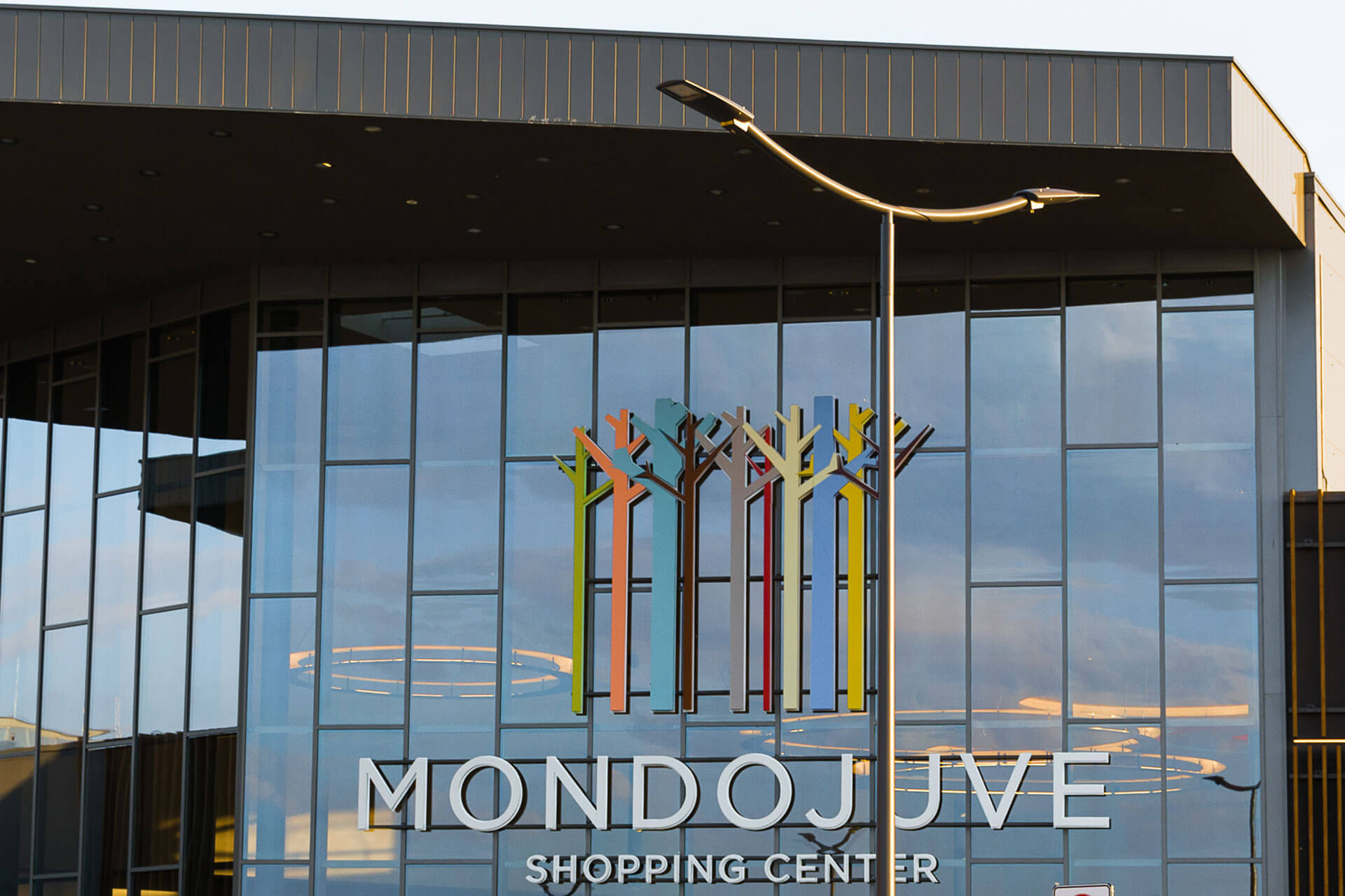 Axia 2 LED lighting solution perfectly compliments the high tech design of Mondojuve shopping centre
