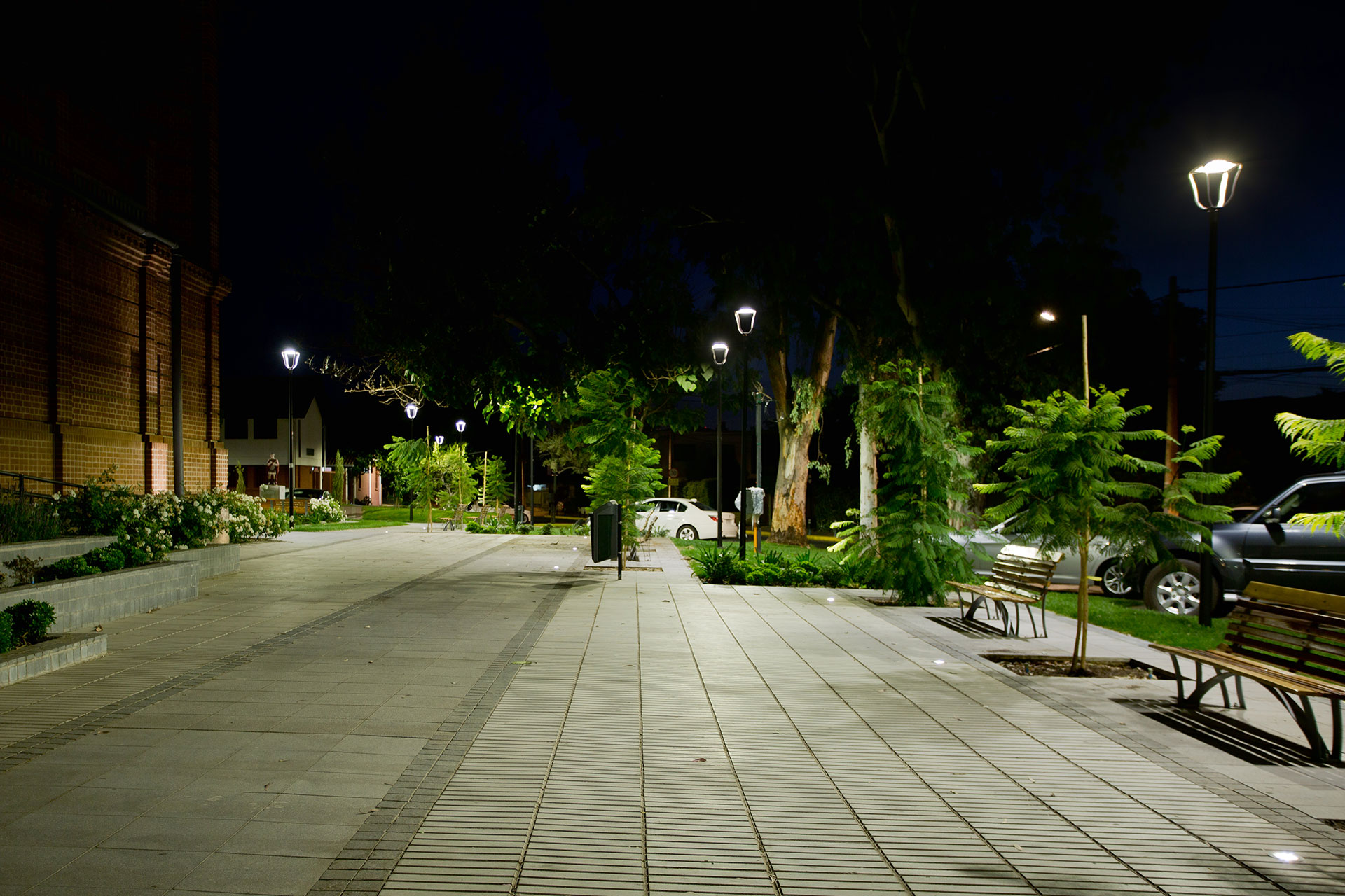 Smart lighting solution creates vibrant nocturnal landscapes for residents of Vitacura