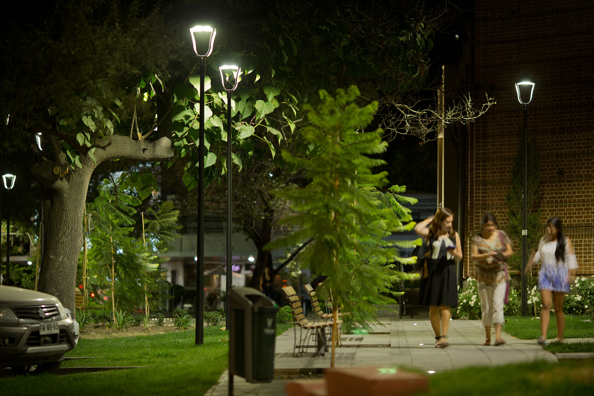 Thanks to a smart lighting scheme, residents feel much more confident in spending time outdoors in Vitacura