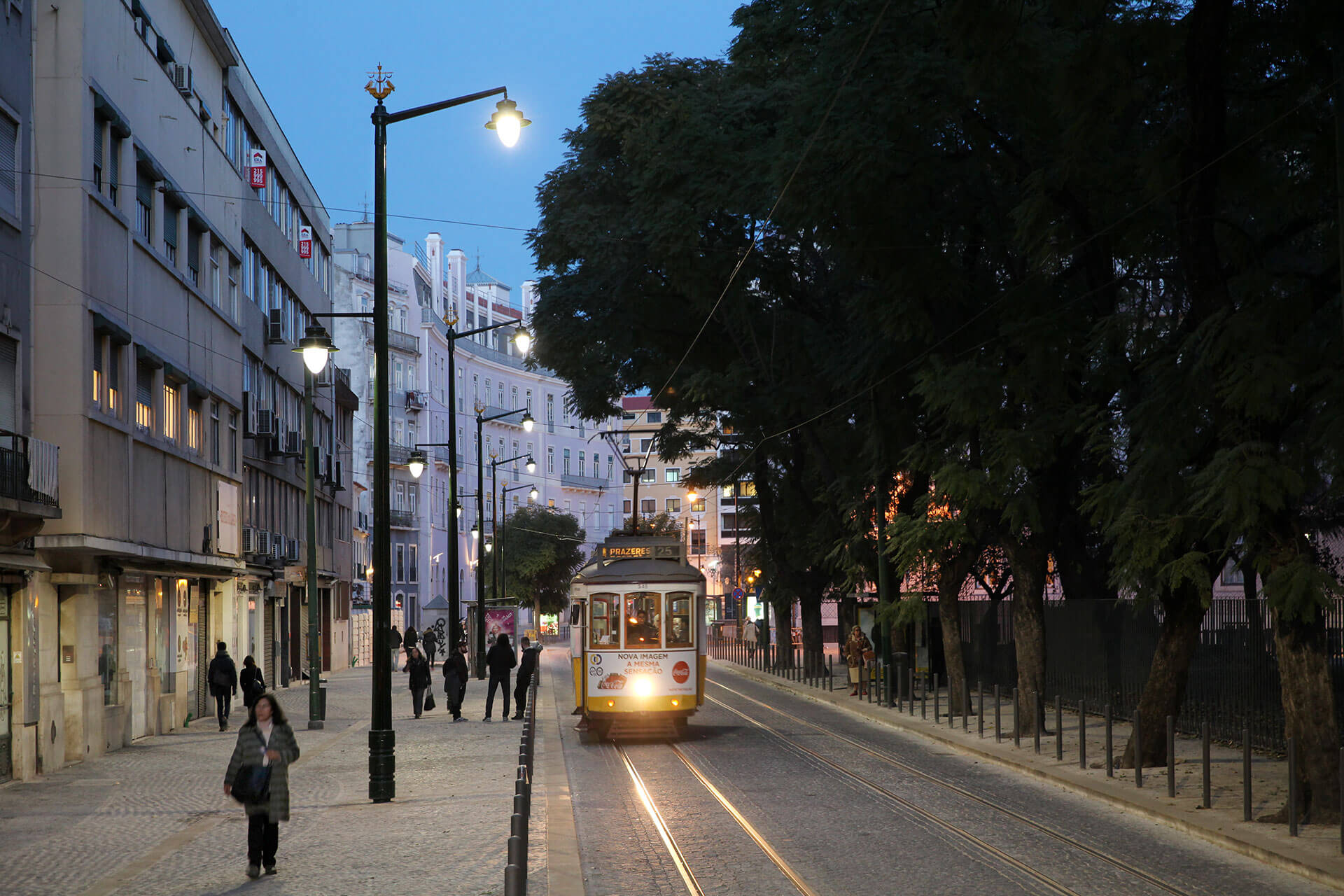 Albany LED provides a classical luminaire with modern energy efficiency for the Largo de Santos area in the busy Portuguese capital