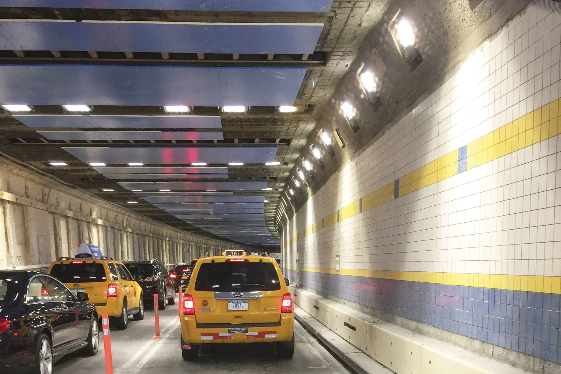 Energy-efficient-tunnel-LED-luminaires-by-Schréder-guarantee-safety-in-Queens-MidTown-Tunnel