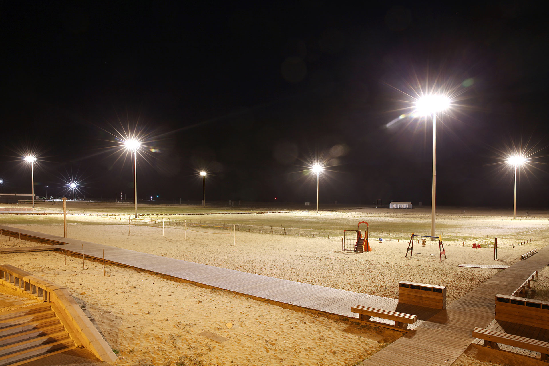 Avento provides bright white light for perfect visibility so people can enjoy Figueira da Foz beach all night long