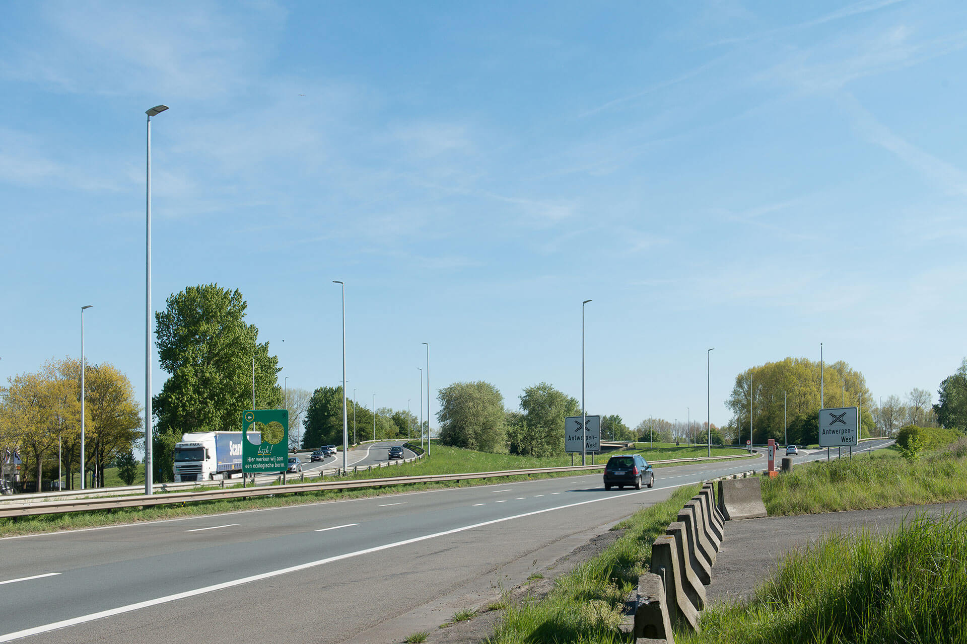 Schréder LED lighting solution improves safety while reducing operating costs on busy E17 motorway