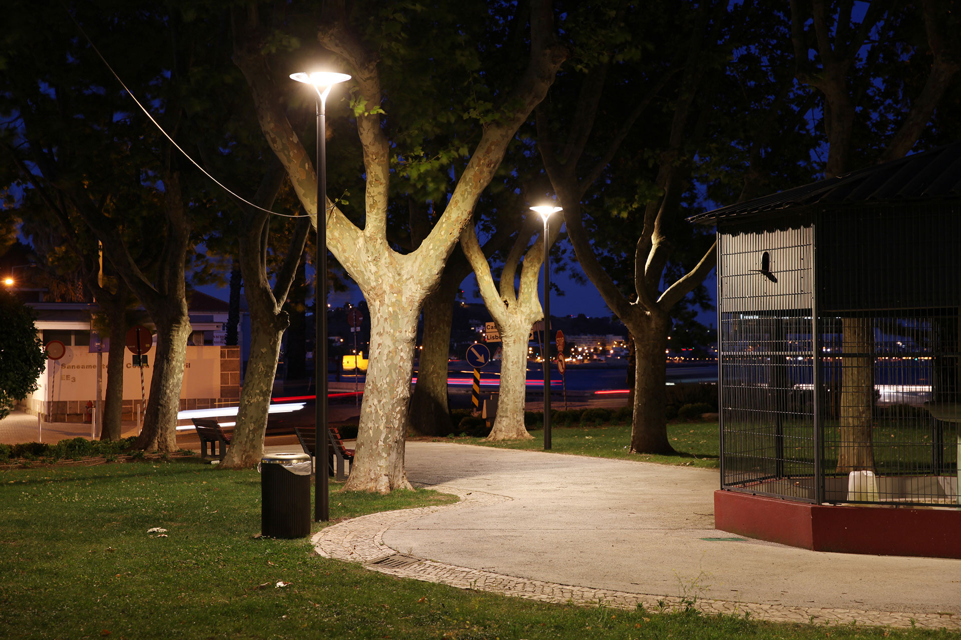 The Oyo urban lighting solution will enable Oeiras city council to cut energy costs for Paco de Arcos park by 55%